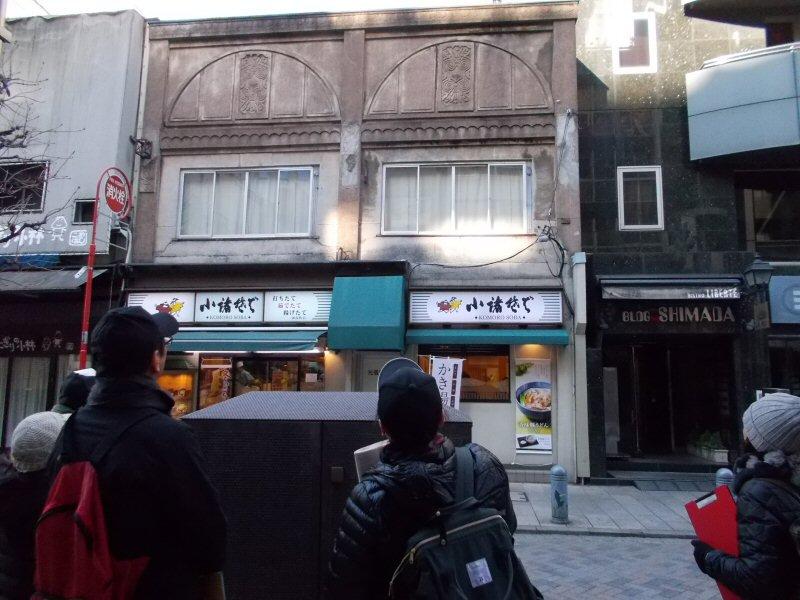 test ツイッターメディア - 昨日開催の「古地図散歩へ行こう!新国立競技場→雷門マラソン3」は、来年行われる東京オリンピックのマラソンコースのうち神保町から茅場町にいたるルート周辺の町を歩きました。日本橋通過前後の東京の中心地ですが、選手たちが絶対行かないようなスポットをいくつも訪れてきました。 #歩き旅応援舎 https://t.co/d73n1MhVIM