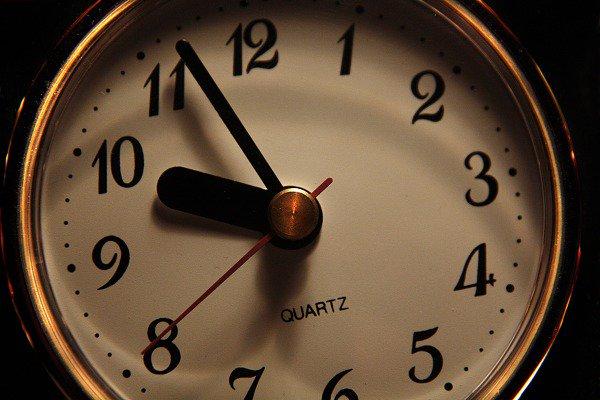 알약과 시계
