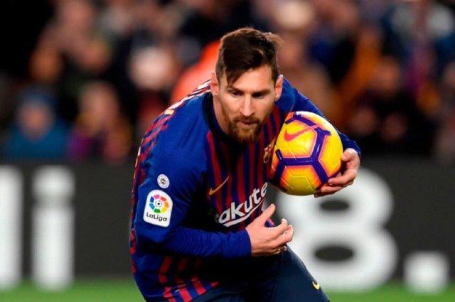 ميسي ينقذ برشلونة من الهزيمة أمام فالنسيا 25