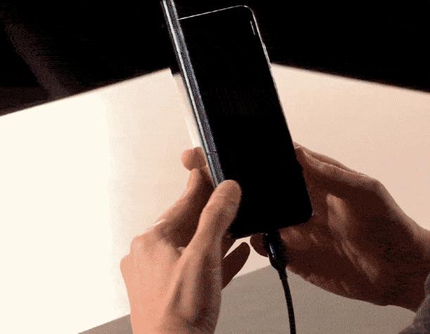test ツイッターメディア - 折りたたみスマホがついにデビュー! サムスン発表を一挙におさらい #SamsungEvent https://t.co/Fg8JPrQ9f2 (=´・ω・`) 予想より10年以上遅かったなー。しかもこんな中途半端なサイズとは。ガッカリよ!! https://t.co/Vvt0WIi5ux