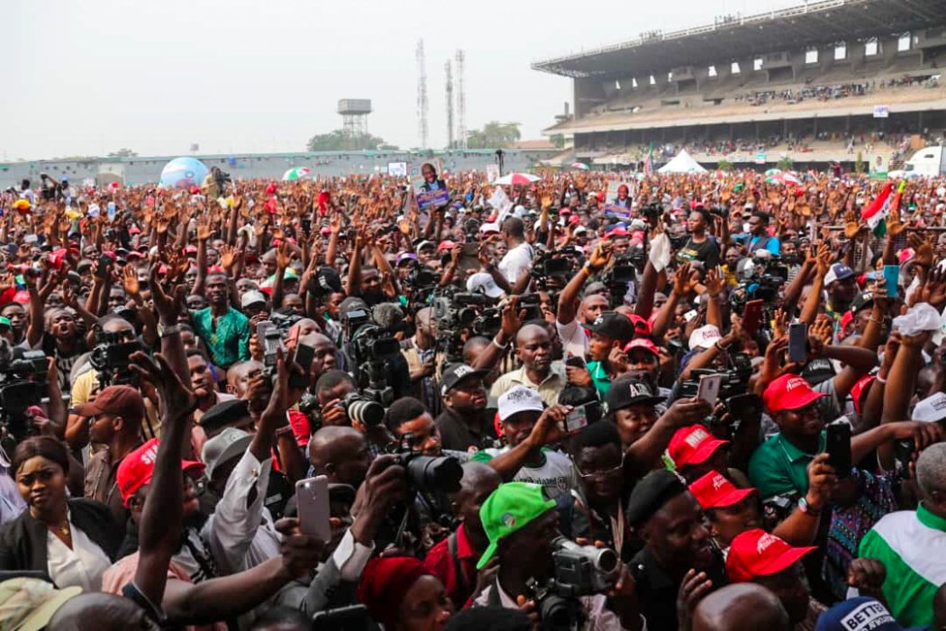 DzN  0jX4AIQCVr - #AtikuInLagos#: Senate President, Bukola Saraki, Shows Off The Huge Crowd That Besieged Their Campaign Rally Says Victory Is Theirs(Photos)