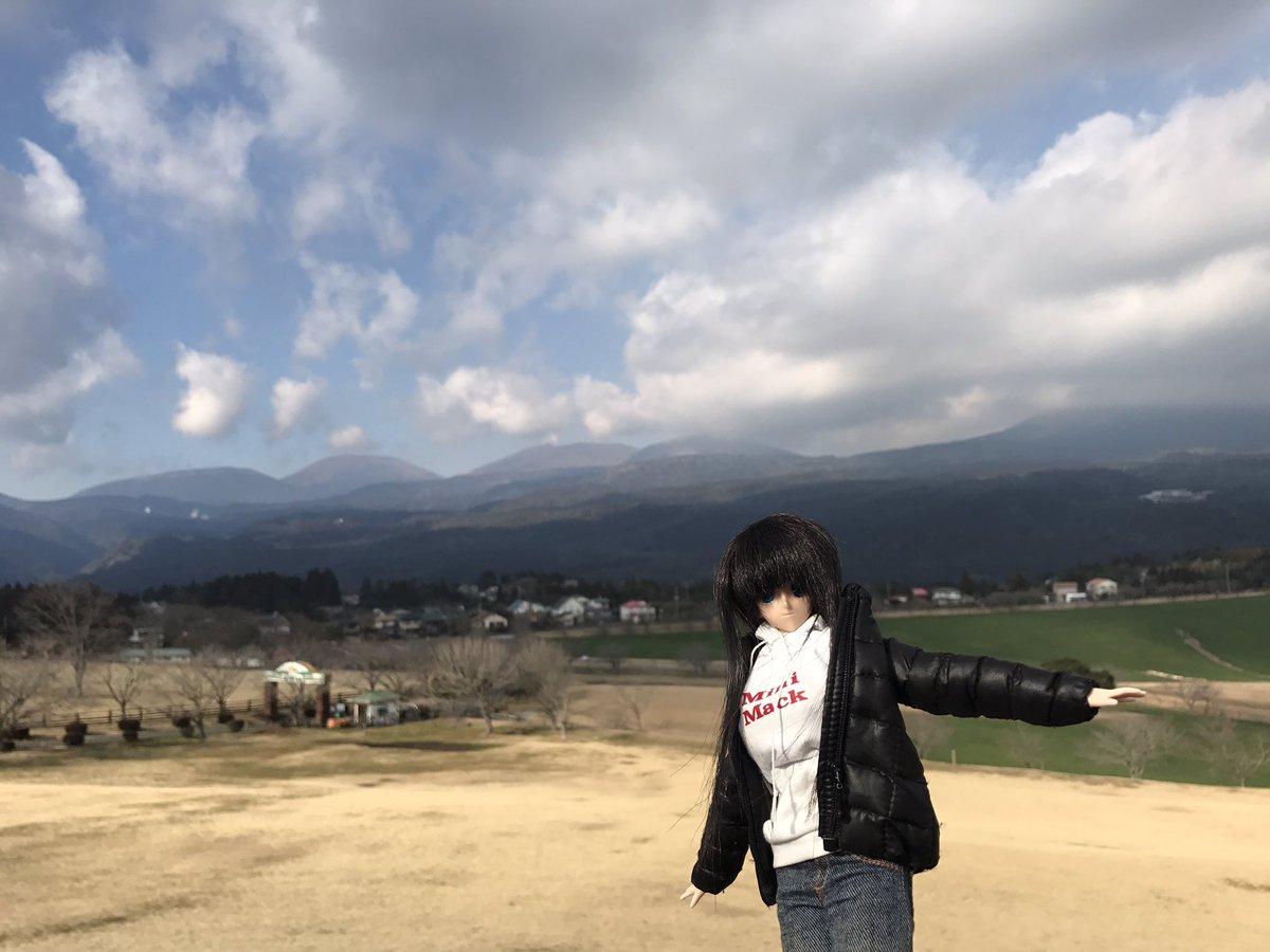 test ツイッターメディア - 綾華: 「高千穂牧場からは、霧島連山が一望です☆ 残念ながら高千穂の峰は雲で覆われていますが、新燃岳と、以前登った韓国岳が見えました!  ずっと入山規制が続いていますが、いつか規制が解除されれば、ぜひ新燃岳に登ってみたいですね。」  #旅するドール https://t.co/OuLXhERtQ4