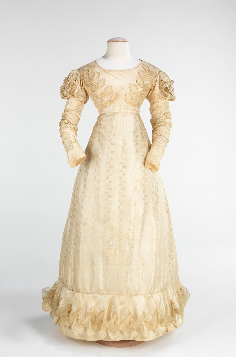 (please check out @summerbrennan's https://daily.jstor.org/a-natural-history-of-the-wedding-dress/ for more).