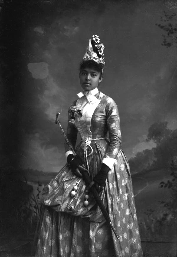 Harper, Alvan S., 1847-1911. Nellie Franklin, holding a parasol. 1890 (circa). State Archives of Florida, Florida Memory. <https://www.floridamemory.com/items/show/129368>, accessed 15 June 2021.