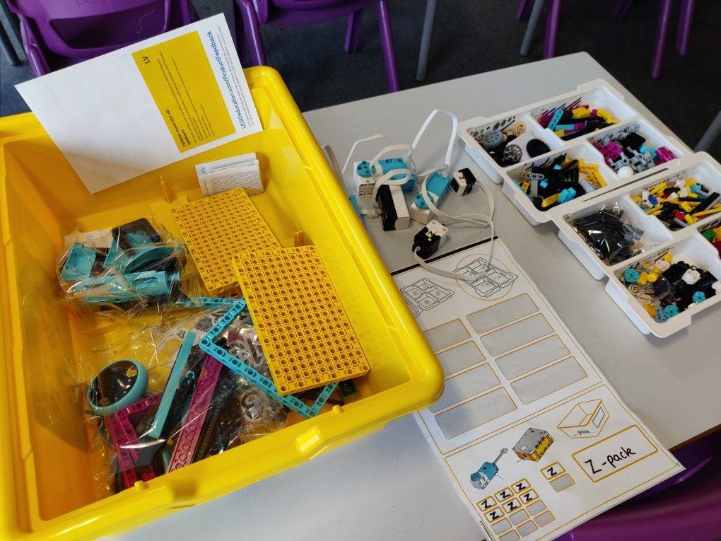 E3YIGf5XoAEMDPP - Raising Robots - LEGO Education SPIKE Prime, MINDSTORMS, BricQ and WeDo 2.0