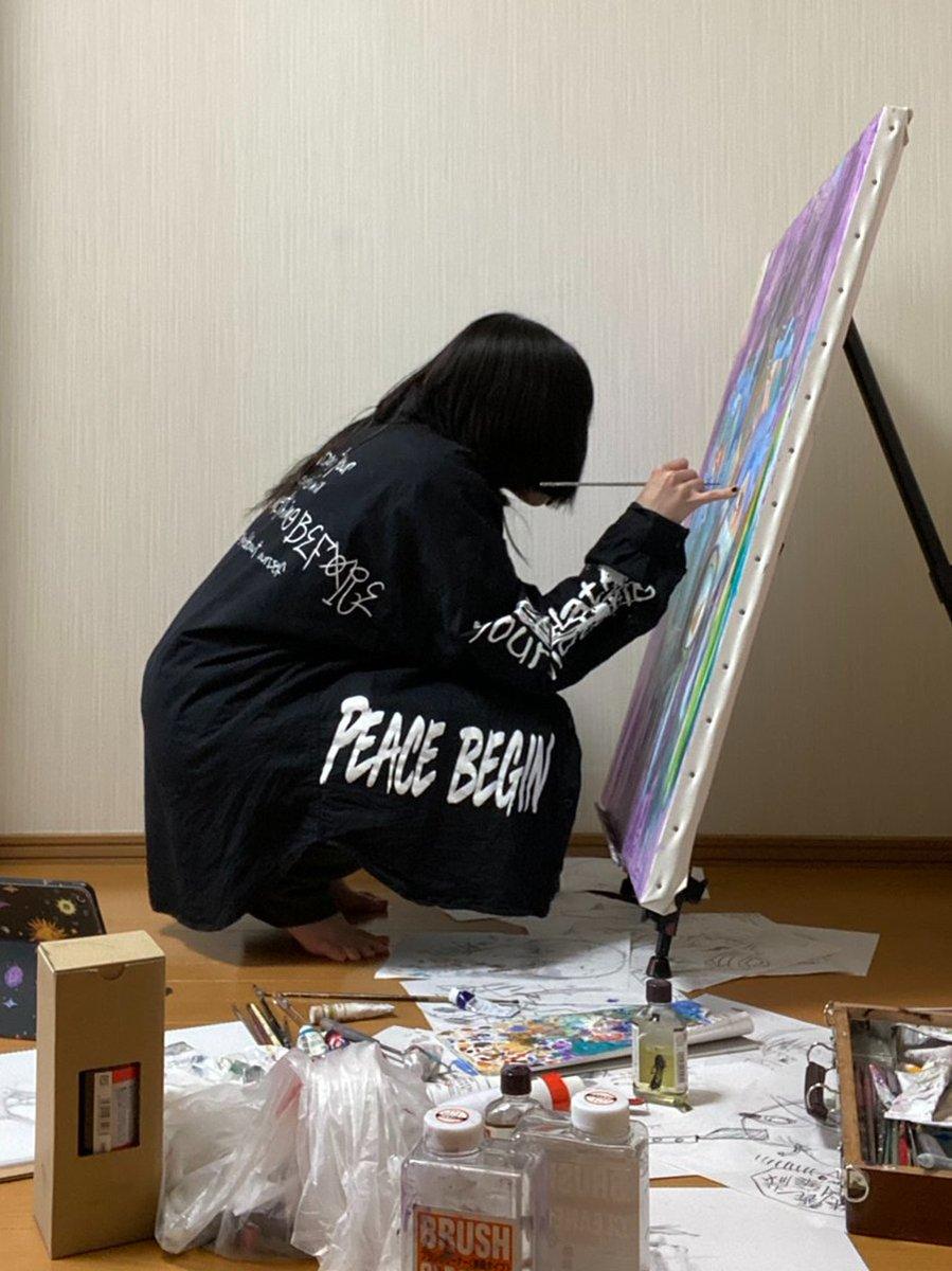 test ツイッターメディア - 新作を制作中!!!🎨 『救世主』に続き、ワンオク愛第2弾の絵です!!! 先日、自宅で描いているところを、NHK函館さんに撮影していただきました。ど緊張でした… この様子は18日金曜日、18時50分頃に北海道の道南圏で放送予定です!!  #ONEOKROCK  #NHK   #絵描きさんと繋がりたい https://t.co/jRe6H80TWc