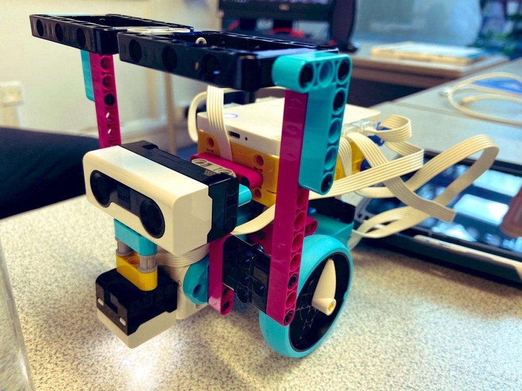 E3mVzQtWYAEmI 4 - Raising Robots - LEGO Education SPIKE Prime, MINDSTORMS, BricQ and WeDo 2.0