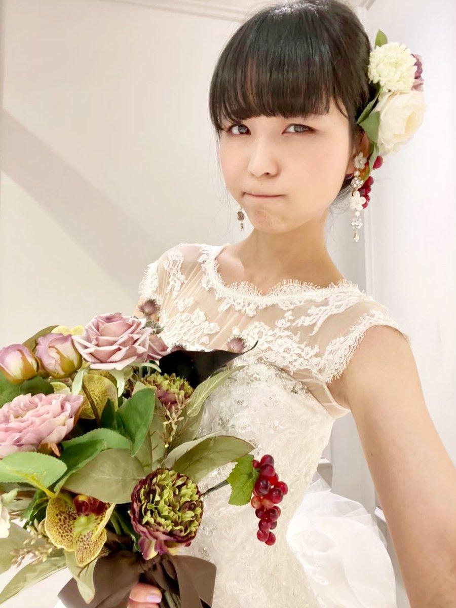 """test ツイッターメディア - 6/25の「IDOL FILE」発売を記念して「IDOL FILE PHOTO EXHIBITION """"WEDDING DRESS""""」が、大阪、東京で開催決定! https://t.co/wxua4Q4cDE というわけで、恒例の、「超絶不本意な政略結婚をさせられる顔」!…かと思いきや、今回はあんまり顔に出ないよう努力してますね、大人になりましたね(゚ω゚) https://t.co/b3NF02HdtB"""