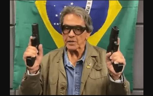 """Brasil 247 on Twitter: """"Com armas na mão, Roberto Jefferson ameaça  embaixador da China e o chama de """"macaco"""" (vídeo) Veja:  https://t.co/opxHp8DUUU… https://t.co/M9EPNFgZ1E"""""""
