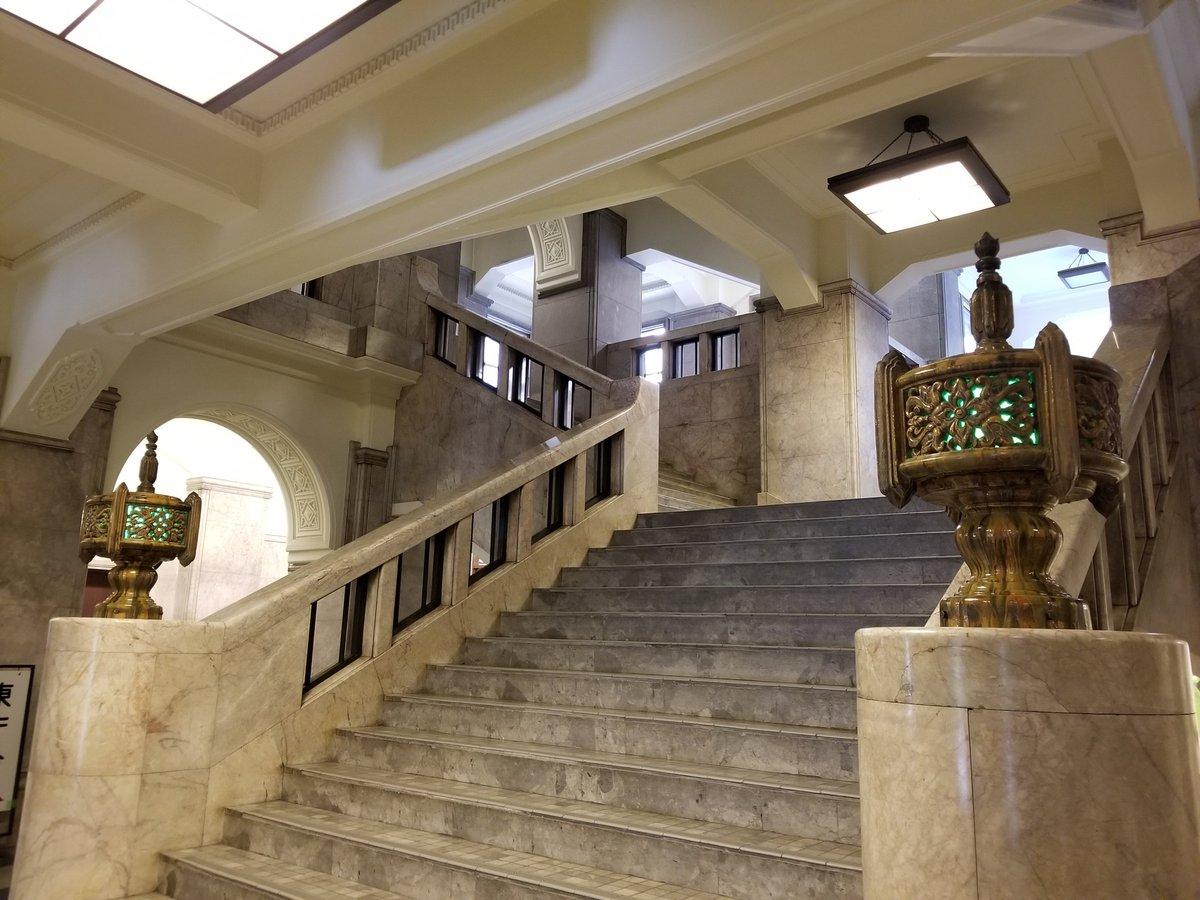 test ツイッターメディア - いつ録画したのかも忘れていた福山雅治主演の「三度目の殺人」観てたら、見覚えのある光景が‼ この春ジェジュンのLIVEでドルフィンズアリーナに行った時にトイレに立ち寄った名古屋市役所😆凄くレトロで素敵な建物だったからすぐに思い出した✨階段がほんとに素敵だった✨ https://t.co/Aa8UrvuTDj https://t.co/b2B6TzEcqg