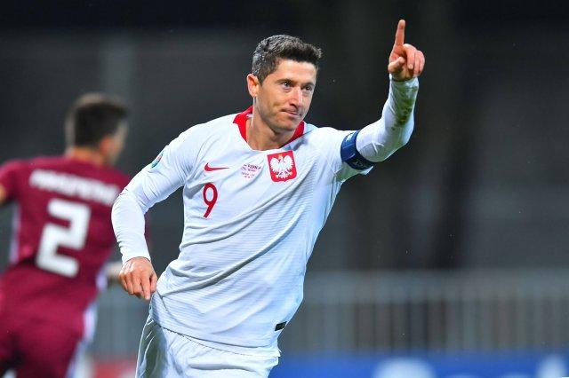 "UEFA EURO 2020 в Twitter: ""🇵🇱 Robert Lewandowski has now scored 17 goals  in 14 games for club & country this season 🔥🔥🔥 #EURO2020… """
