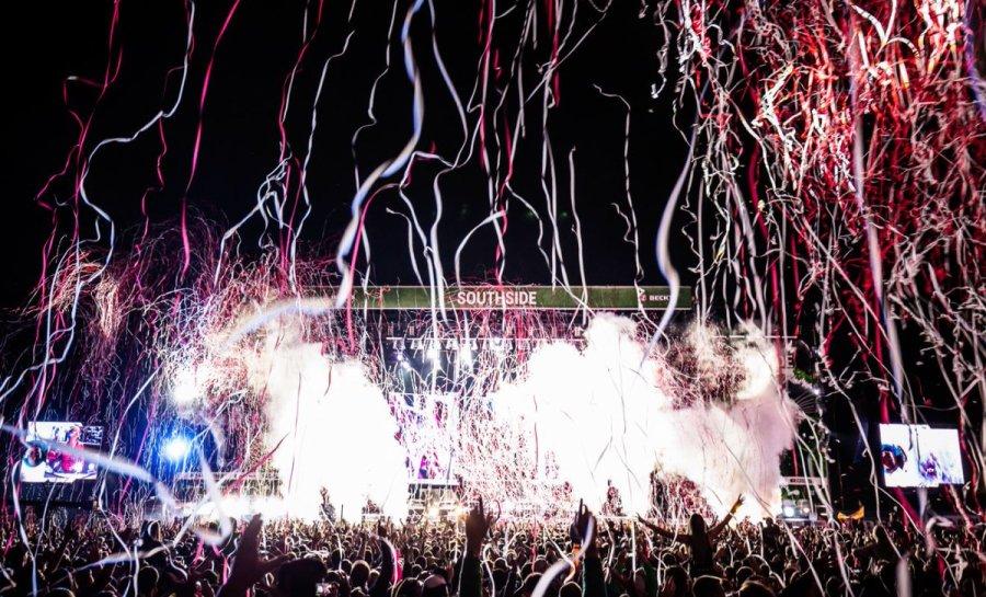 """test Twitter Media - """"Festivals sind heute ganzheitliche Live-Erfahrungen, die genauso in Erinnerung bleiben wie das Bühnenprogramm selbst."""" Im Blog feiern wir heute unseren Saisonabschluss in der Novembersonne >>  https://t.co/vp3ymKInyY Foto: Philipp Kratzer https://t.co/ODtHxZbaUt"""
