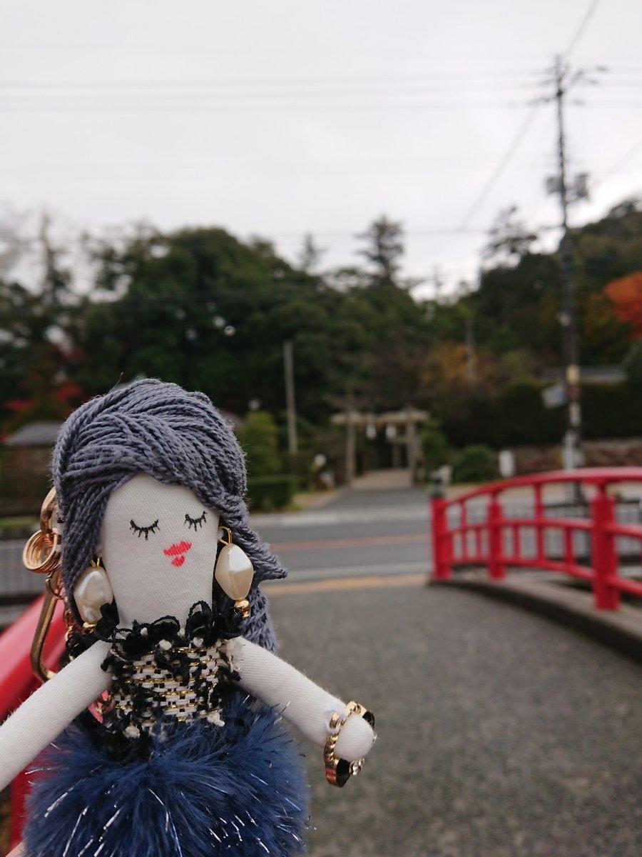 test ツイッターメディア - 宮橋(恋叶い橋)と奥に 玉作湯神社の鳥居⛩️   橋の上から鳥居が入ってる 写真を撮ると恋が叶うらしい💖  ……そもそも恋して無きゃ意味ないよね(`-д-;)💦  とりあえずSpicaドールがちゃんと 橋と鳥居の写真に収まりました😊 #玉造温泉 #叶い橋 #島根旅行 https://t.co/HVO1e0hRfx