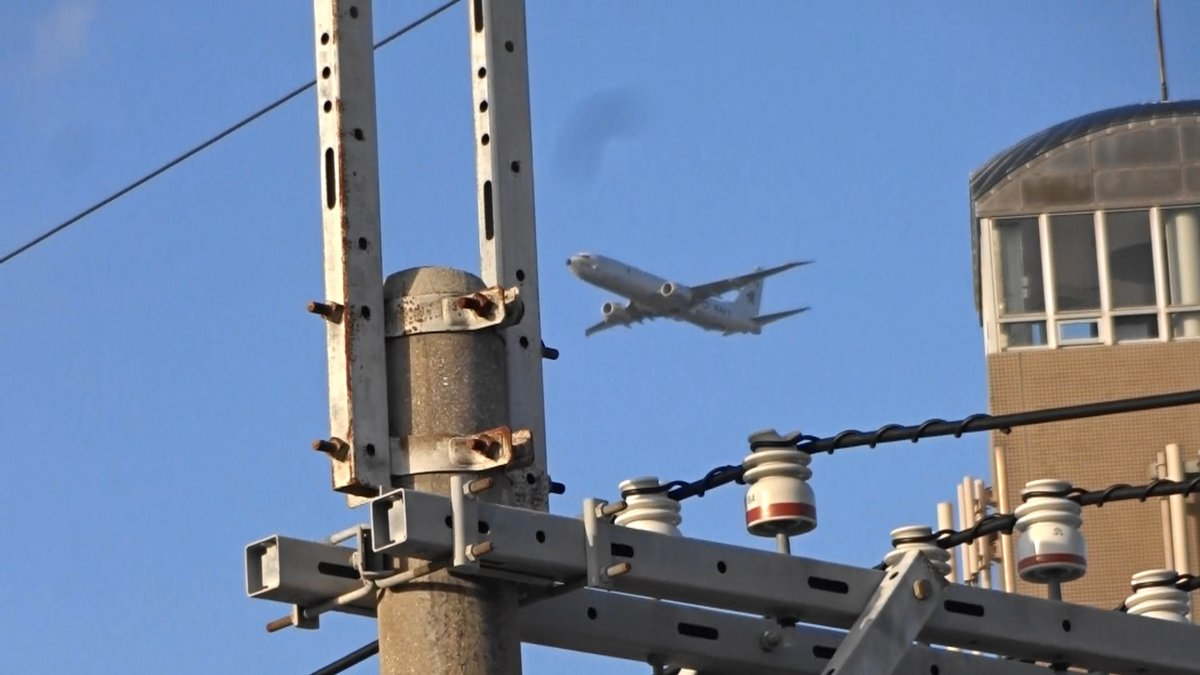 test ツイッターメディア - 沖縄市役所の真上を通過)2019年12月17日午後4時10、14、19分嘉手納米軍基地。沖縄市住民地域上空で、爆音と排気ガスを撒き散らし違反飛行を繰り返すP8。危険極まりない、生活環境破壊、人権侵害だ!米軍は沖縄から出て行け! https://t.co/kTsa9TLLig
