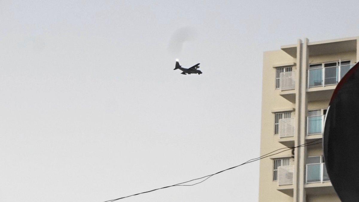 test ツイッターメディア - MC130違反飛行)2019年12月17日午後5時45分嘉手納米軍基地。嘉手納町住民地域上空で、爆音と排気ガスを撒き散らし違反飛行を繰り返す米軍機MC130。危険極まりない、生活環境破壊、人権侵害だ!米軍は沖縄から出て行け!https://t.co/iGHBCQfpXx https://t.co/zu6X535jsC