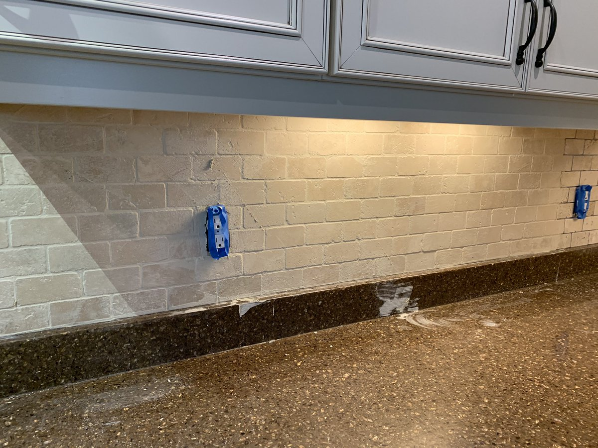 travertine backsplash tile image