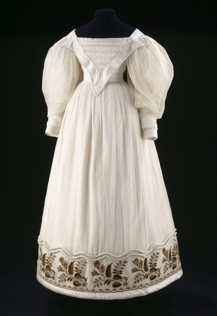 ©Victoria and Albert Museum, London - Dress of muslin embroidered with stylized rosebuds and foxgloves. Trimmed with silk satin and wadded rouleaux.