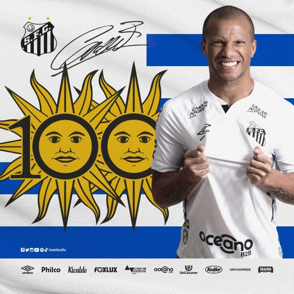 O meia Carlos Sánchez completa 100 jogos pelo Santos hoje. Uruguaio será o capitão da equipe logo mais. #VilaENM