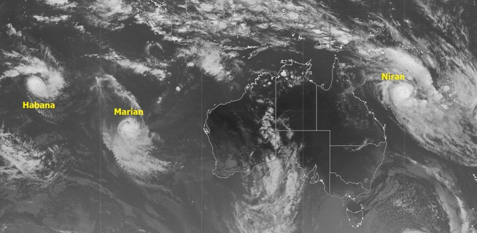 Latest view of southern hemisphere cyclones #Habana, #Marian and #Niran. The latter could make landfall on #NewCaledonia in the next 24 hours.…