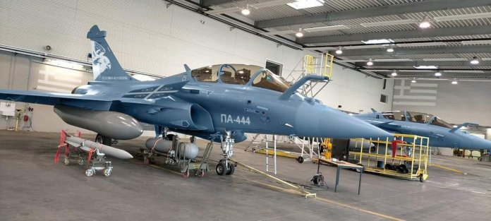"""The Dead District on Twitter: """"The first Dassault Rafale fighter in the  color of the Greek Air Force. Greece bought 18 Rafales. #ΠολεμικήΑεροπορία  #HAF #ΠΑ #Rafale https://t.co/HVNJwX7d53… https://t.co/hDLSkkFUe3"""""""