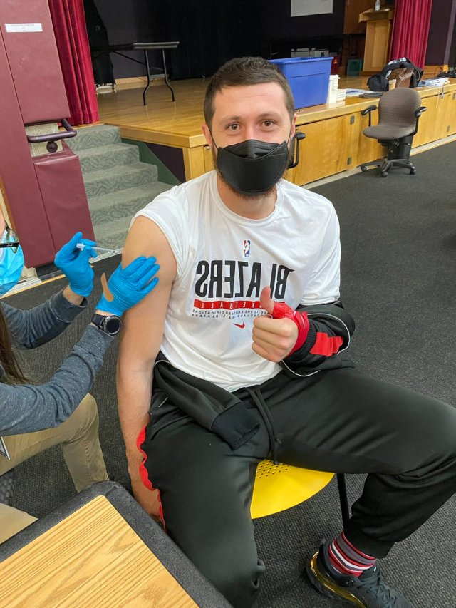 """Jusuf Nurkić on Twitter: """"I got my vaccine ? today. I can't live in fear  of infecting someone else and the people I love. The best protection is  vaccine and the fastest"""