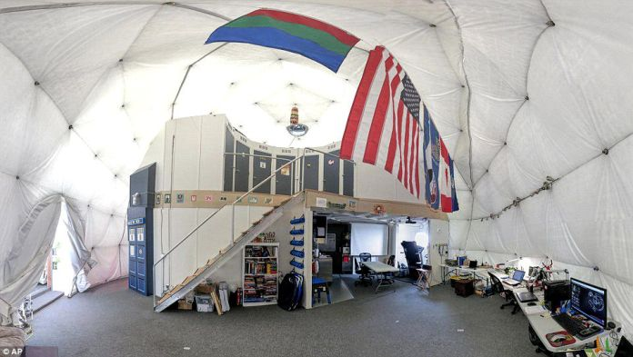 Crew enters isolated dome for a year to simulate Mars travel
