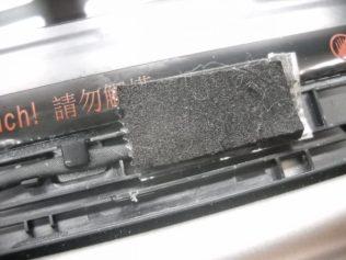 図6:セロテープの上から緩衝材を貼る。