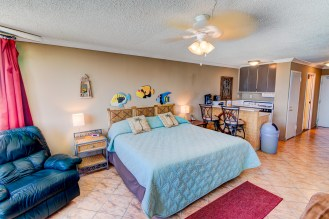 Unit 821 at Top of the Gulf features a fully appointed kitchen so you can enjoy all the comforts of home while escaping to paradise.