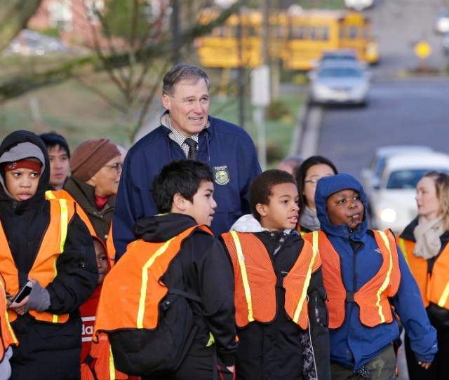 Jay Inslee Center Escorts Elementary School Students On A Walking