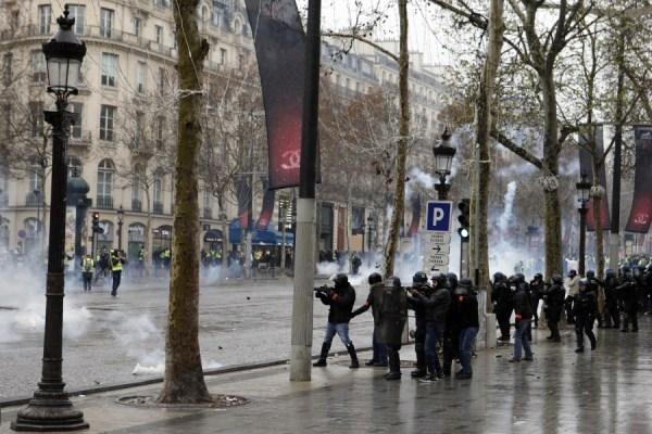 Peaceful Paris protest turns violent; 115 arrested | The ...