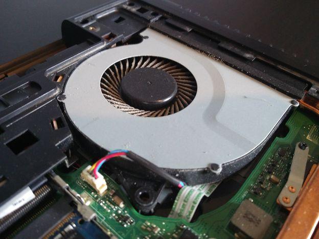 Stap-3-ventilator Stof uit een laptop halen: zo moet het
