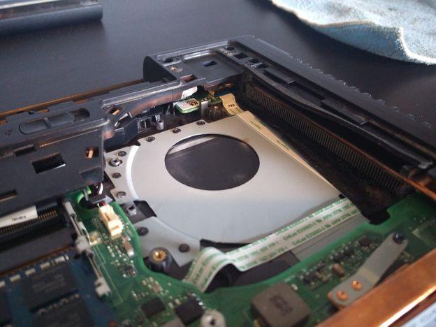 Stap-4-stof-uitgeblazen Stof uit een laptop halen: zo moet het