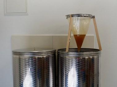 Vrcanje i filtriranje kestenovog meda
