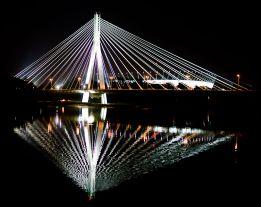 Holy_Cross_Bridge_Warsaw_at_night