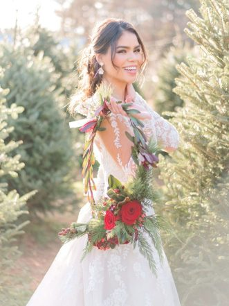 TLC-90-day-fiance-Fernanda-with-Christmas-wreath-Kaitlyn-Blake-Photography-900x1200
