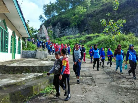 Jalan Sehat Semarak 50 Tahun SD Muhammadiyah Bedoyo