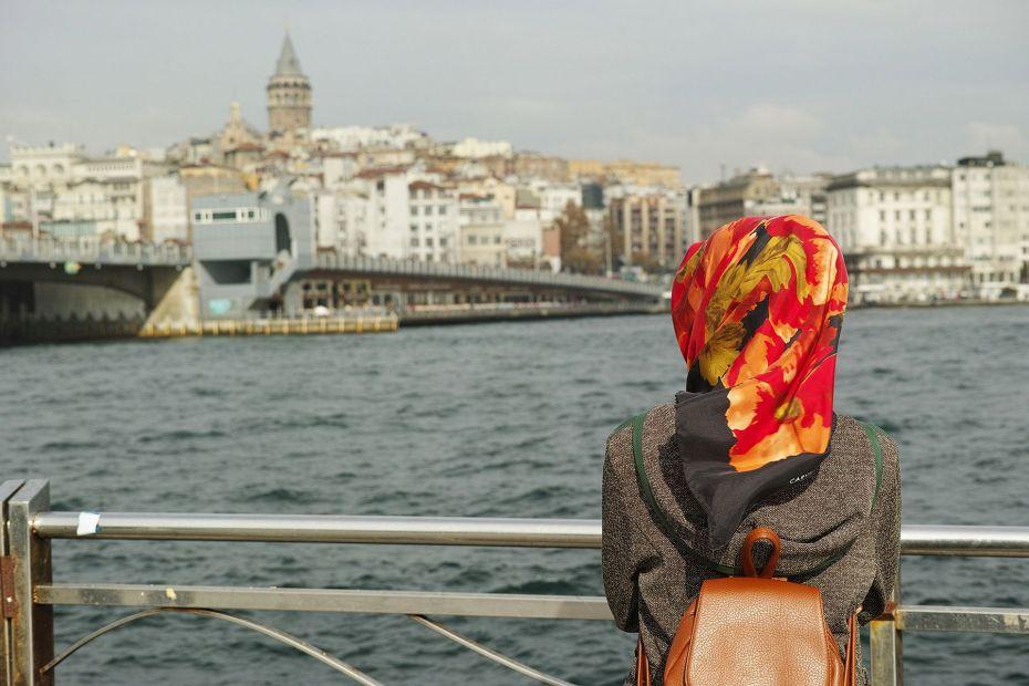 Inilah 18 Dalil Perempuan Lebih Utama Sholat di Masjid