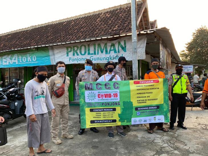 MCCC Cabang Ponjong berbagi Masker Gratis di Proliman bersama Polsek dan Puskemas