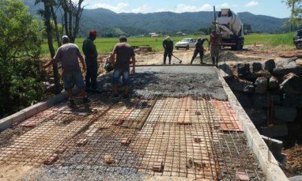 Ponte no bairro Sertão do Trombudo é recuperada