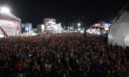 Armandinho faz show para Vila da Regata lotada