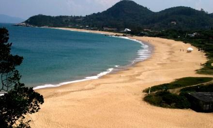 Praias do Estaleiro e Estaleirinho foram aprovadas por júri nacional do Bandeira Azul