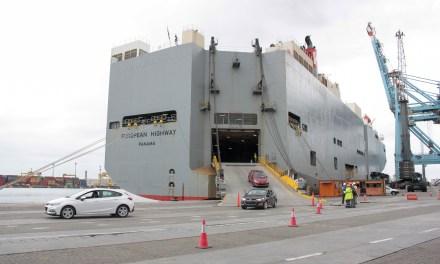 Porto de Itajaí recebe terceiro desembarque de veículos importados