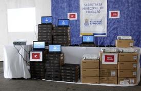 Escolas municipais recebem novos computadores e projetores