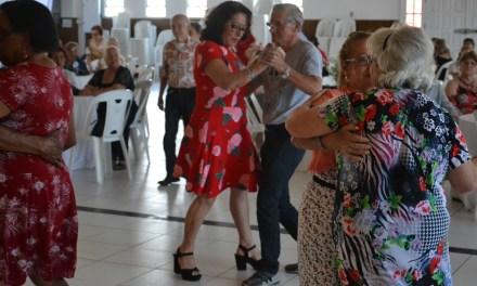 Secretaria de Assistência Social organiza festa para idosos de Camboriú