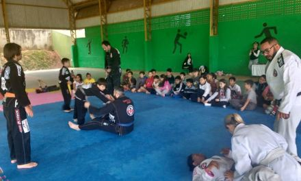 Projeto oferta aulas de jiu-jitsu no Caic Jovem Ailor Lotério