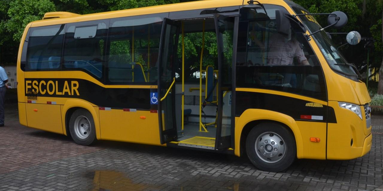 Prefeitura de Camboriú recebe novo ônibus para o transporte escolar