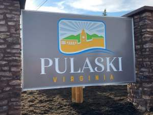 Town unveils new gateway sign at entrance to Downtown Pulaski