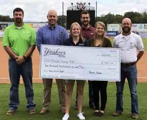Yankees present donation to Pulaski County 4-H
