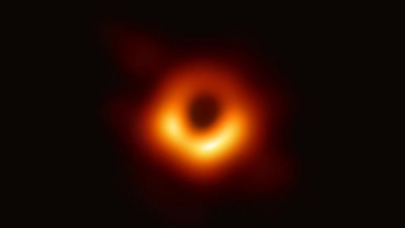 prva fotografija crne rupe