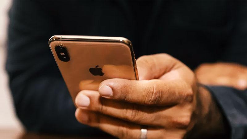 Apple plaća milione ženi zbog povrede njene privatnosti.